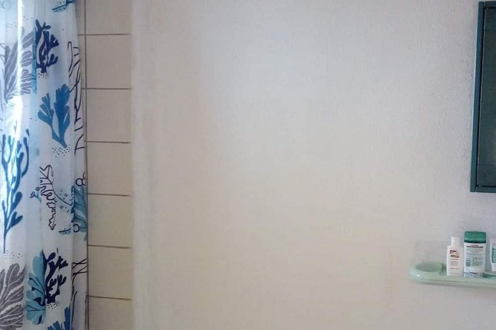 Basic Room, Ocean View - Bathroom