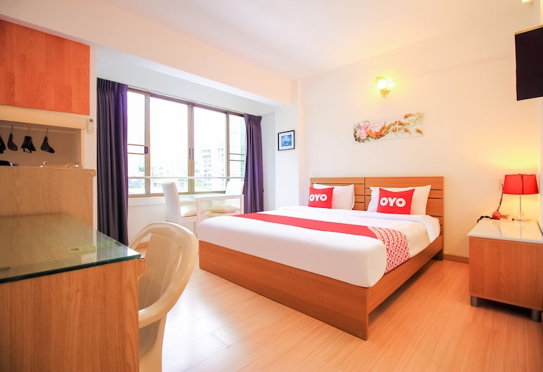 OYO 299 Crown Bts Nana Hotel, Bangkok, Superior Double Room, Guest Room