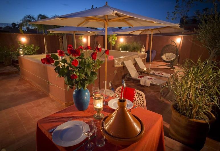 里亞德沙漠玫瑰酒店, 馬拉喀什, 室外用餐