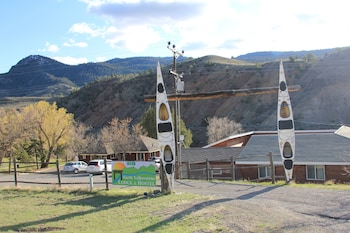 Foto van North Yellowstone Lodge & Hostel in Gardiner