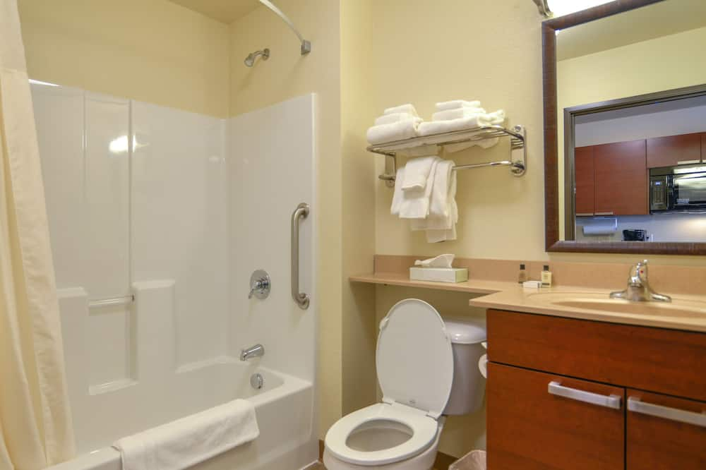Kambarys, 2 didelės dvigulės lovos - Vonios kambarys