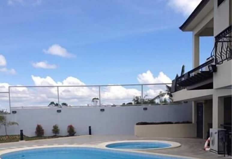 Country Chateau Hotel, Tagaytay, Outdoor Pool