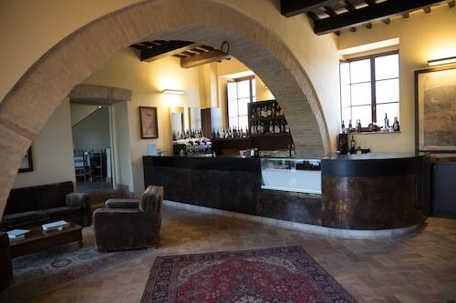 Castello Di Baccaresca Gubbio Updated Price Reviews Hd Photos Hotels Com