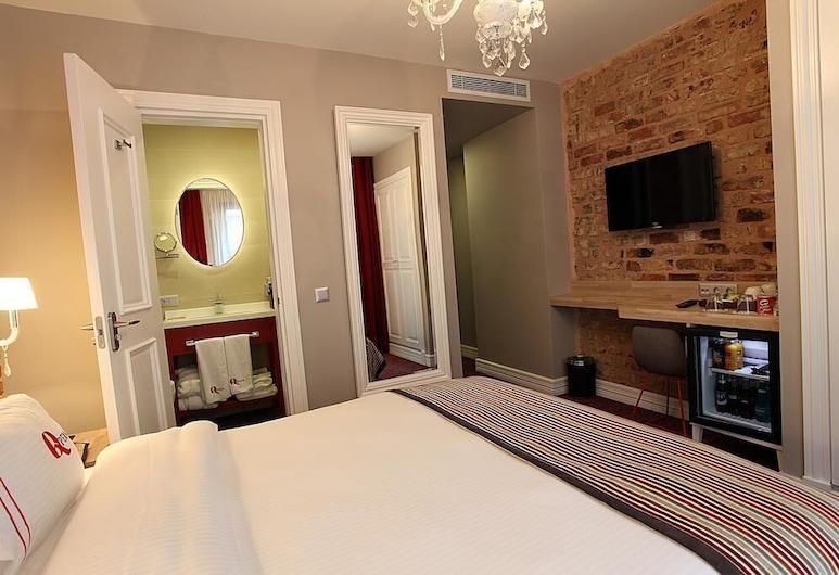 Q Pera Hotel Taksim, Istanbul, Superior Double Room, Guest Room