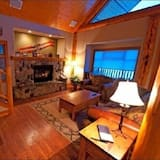 Premium House, 2 Bedrooms, Mountain View - Living Area