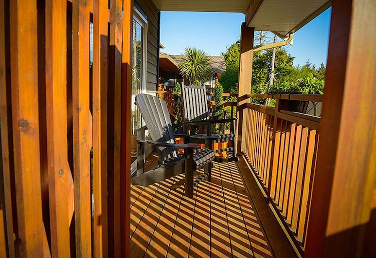 Ocean Mist Guesthouse, Ucluelet, Signature Suite, 1 King Bed, Bay View, Terrace/Patio