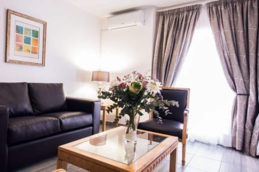 Standard Room, 1 Bedroom, Non Smoking, City View - Living Area