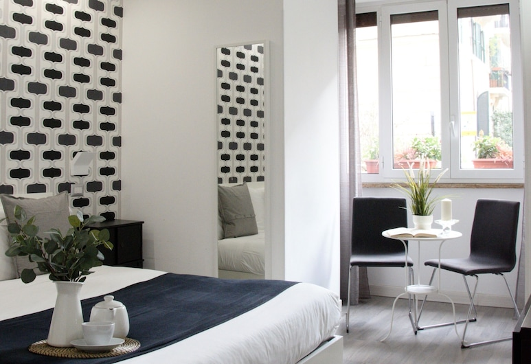 C'est La Vie Suites, Rome, Superior Double Room, Guest Room
