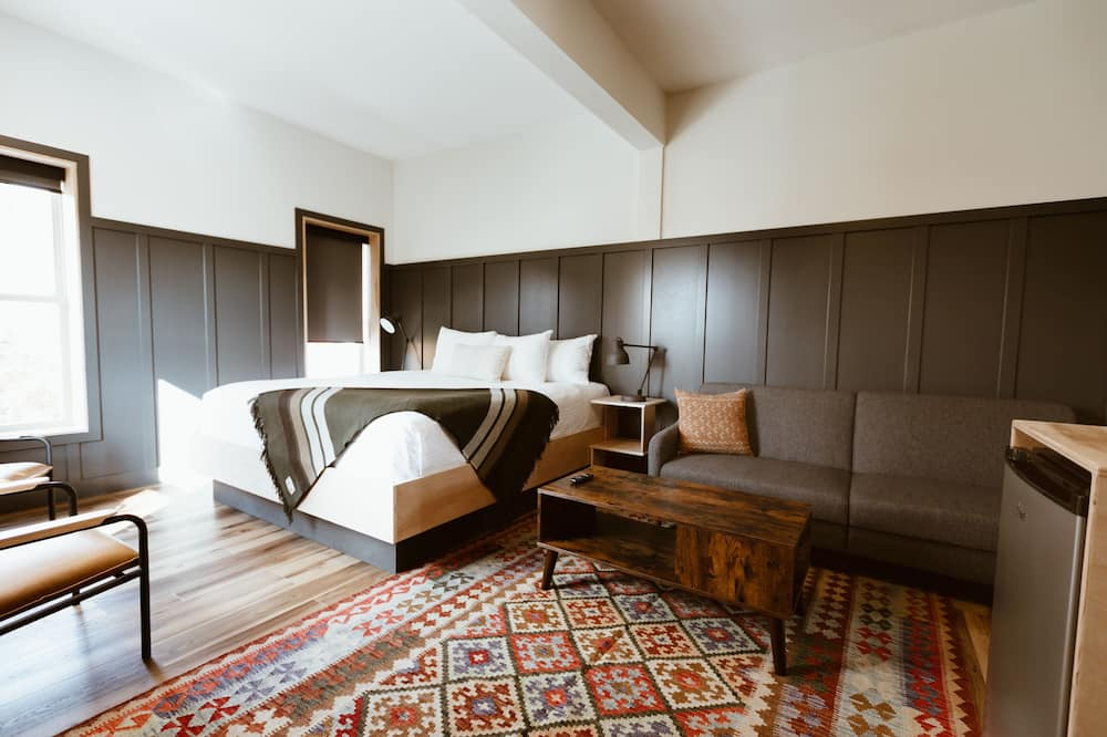 Deluxe Room, 1 King Bed with Sofa bed - Living Area