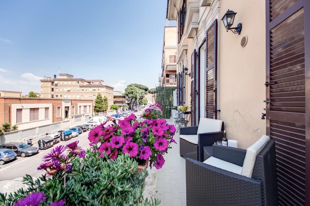 Apartment DIAMOND 2, 2  bedrooms, kitchen (8 pax, circonvallazione appia, 93) - Balcony