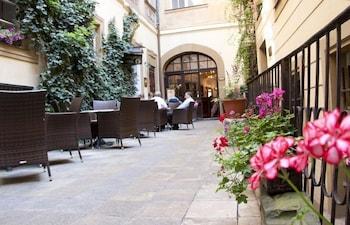 Picture of Hotel U Zlateho Jelena in Prague