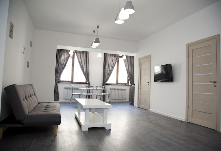 City Centre Apartments by Picnic, Yerevan, Woonkamer