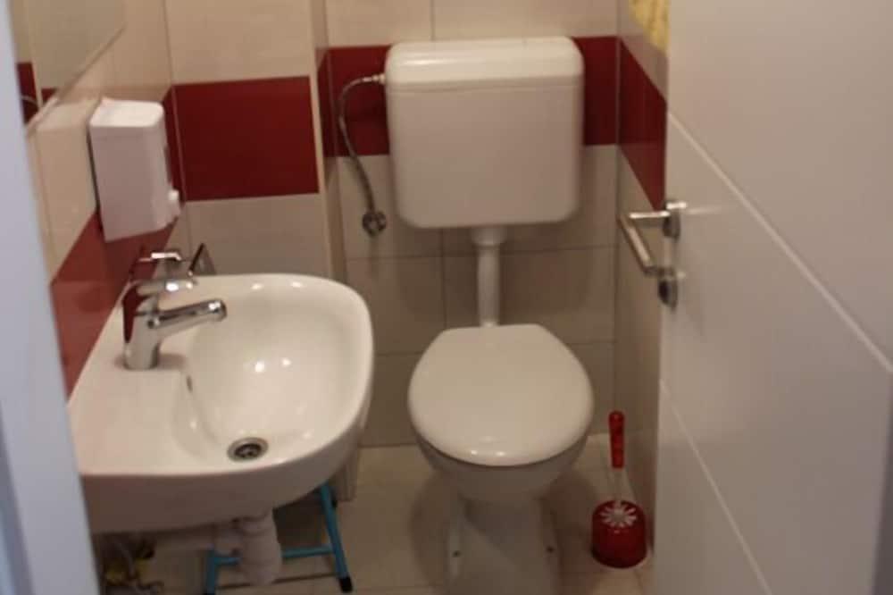 Dormitorio compartido (1 bed in a 4-bedded room) - Lavabo en el baño