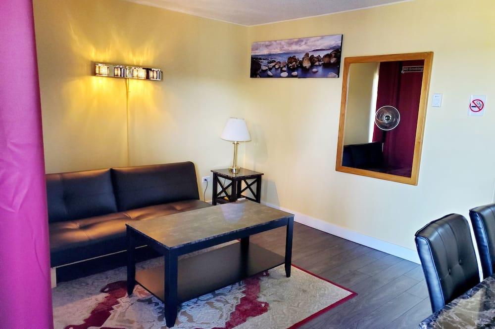 Classic Suite, 1 Queen Bed, Ocean View - Living Area