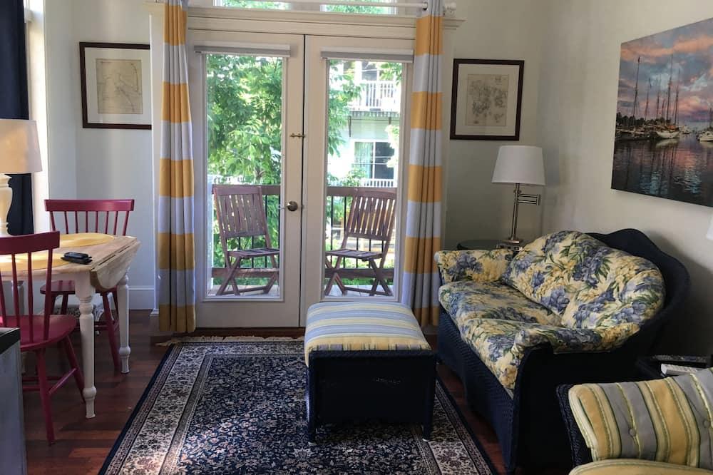 8 Tannery Suite, Red Door, 1st Floor, 1 King Bed, No Pets - 客廳