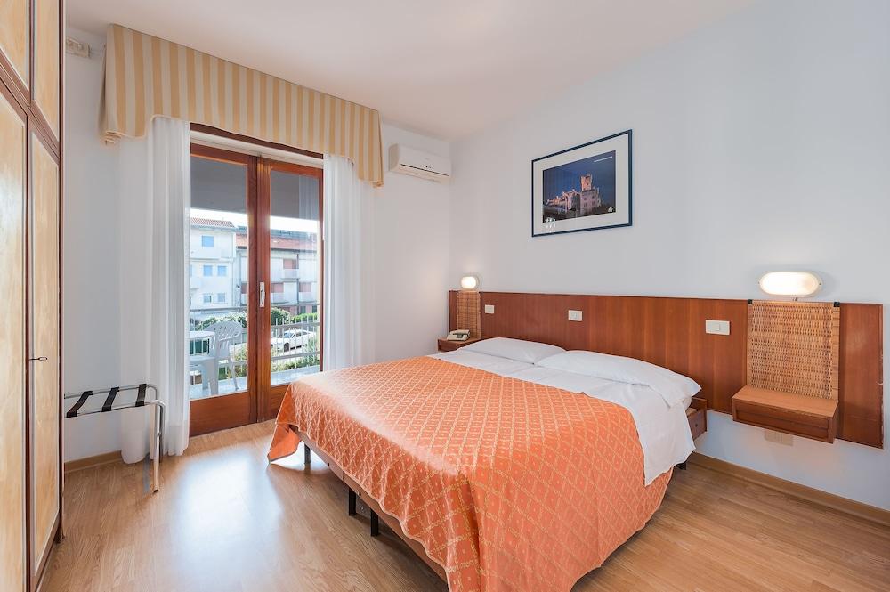 Prenota Hotel Helvetia a Grado - Hotels.com