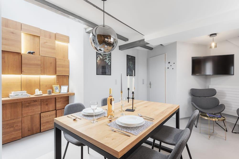 1 Bedroom Apartment Senior, Building 2-6 - In-Room Dining