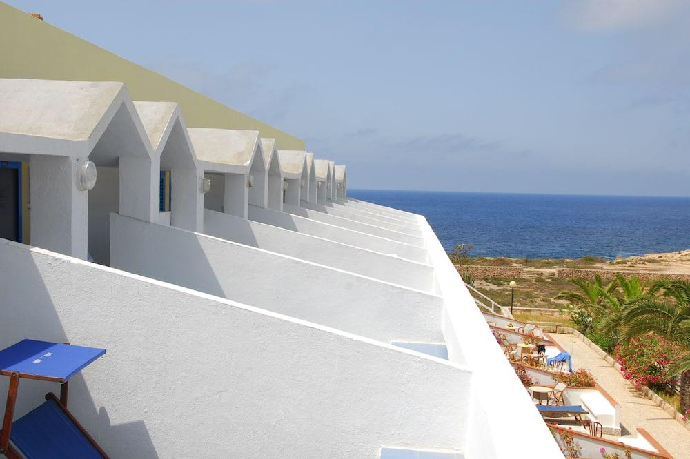 Phòng đôi Superior, Quang cảnh biển (Free Beach Service) - Quang cảnh mặt nước
