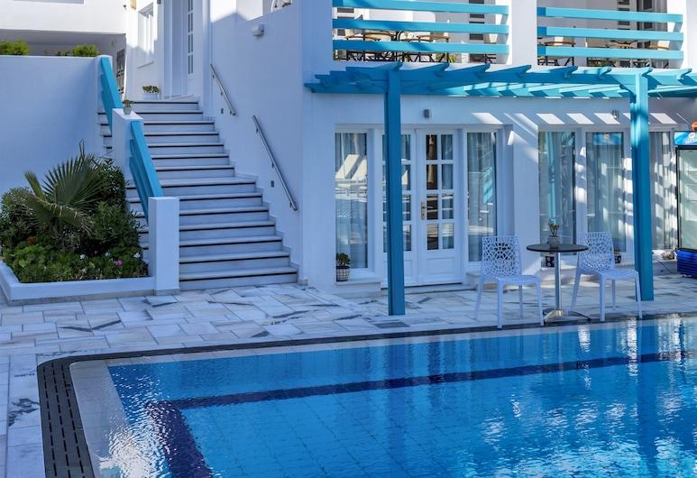 Santellini Hotel, Santorini, Courtyard