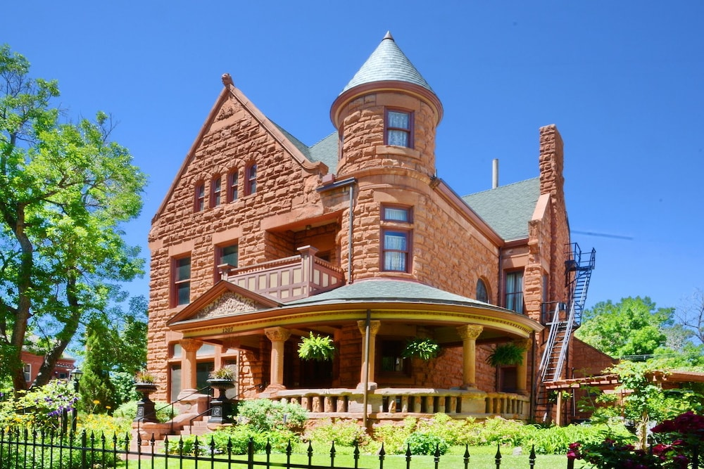 Colorado Vacation Centers. Capitol Hill Mansion