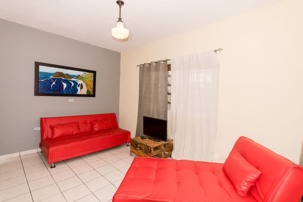 SA 201 Family Two Rooms Villa Two King Size Beds, with Balcony, 2nd Floor - Nappali rész