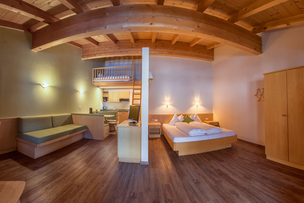 Standard Apartment, 1 Double Bed with Sofa bed, Kitchenette (cleaning fee 45€) - Living Area