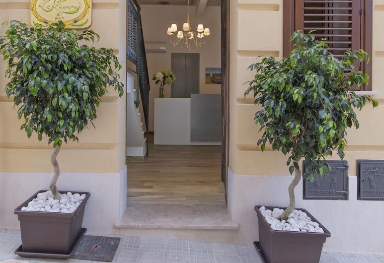 Residenza Le Zagare, Castellammare del Golfo, Front obiektu