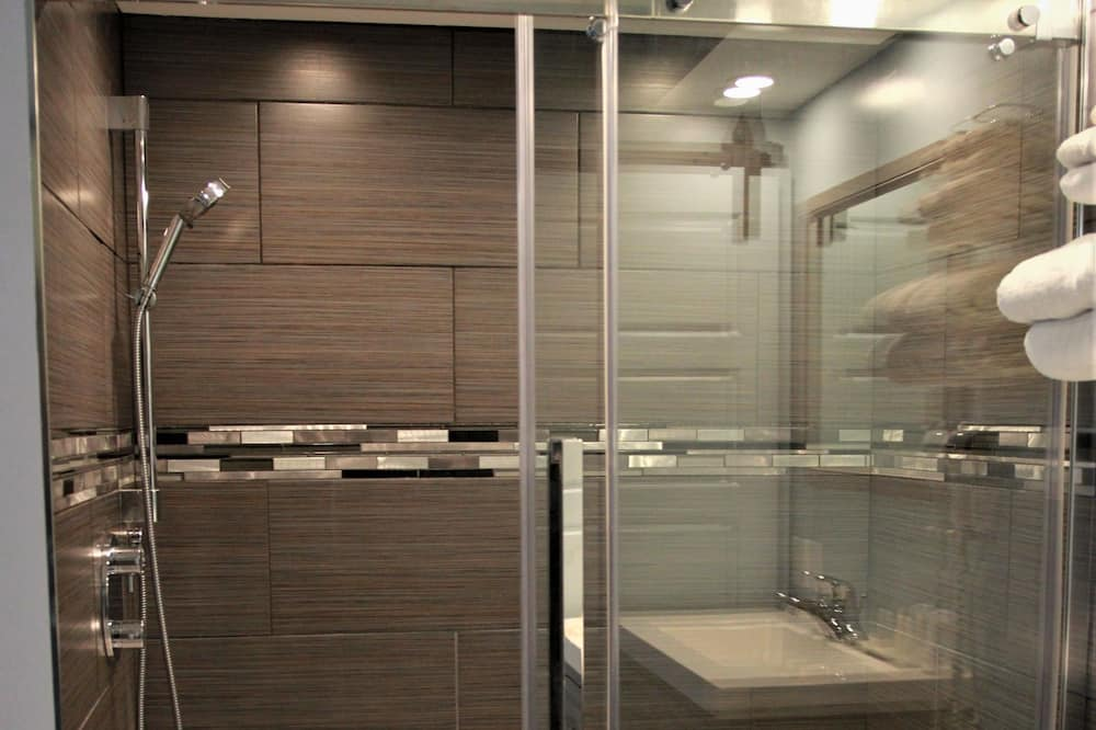Superior Room, 1 Queen Bed, Double Bathtub, Electric Fireplace - Bathroom Shower