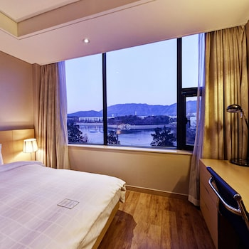 Enter your dates for our Changwon last minute prices