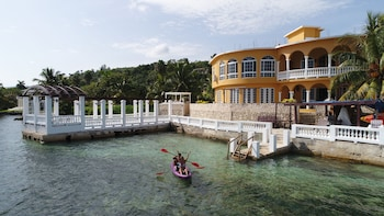 Picture of Waters Edge Guest House in Montego Bay