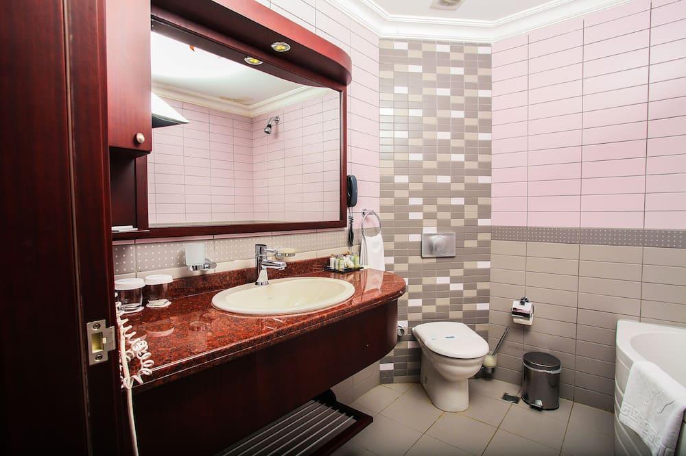 Deluxe Double or Twin Room - Bathroom Shower