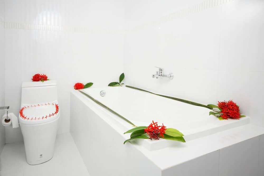 디럭스 더블룸, 욕조 - 전신 욕조