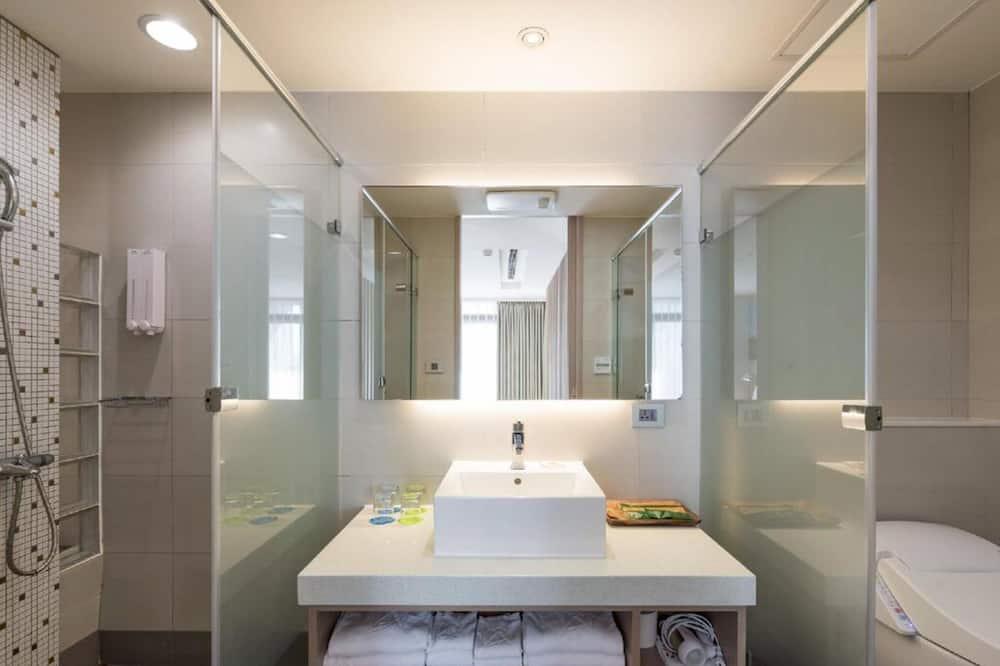 ห้องบิสซิเนสสวีท, เตียงใหญ่ 2 เตียง - ห้องน้ำ