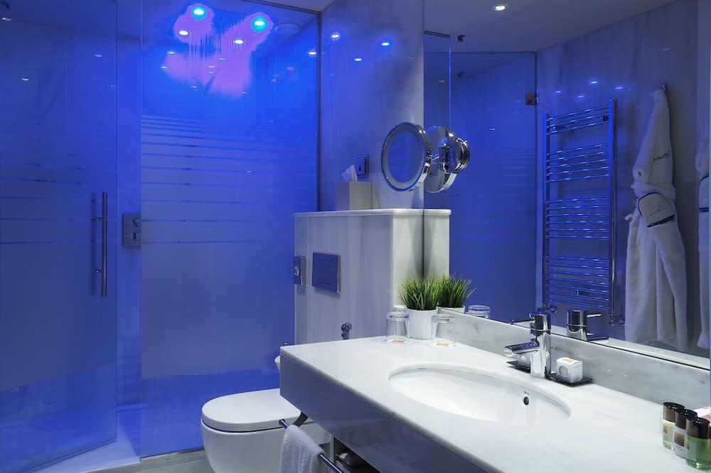 Premium Δωμάτιο, 1 King Κρεβάτι, Θέα στην Πόλη - Μπάνιο