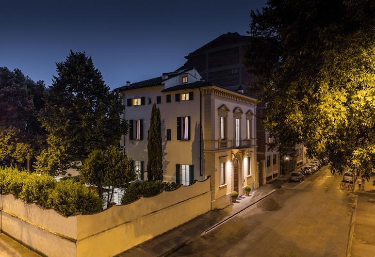 Hotel Astro Mediceo, Florenz, Hotelfassade am Abend/bei Nacht