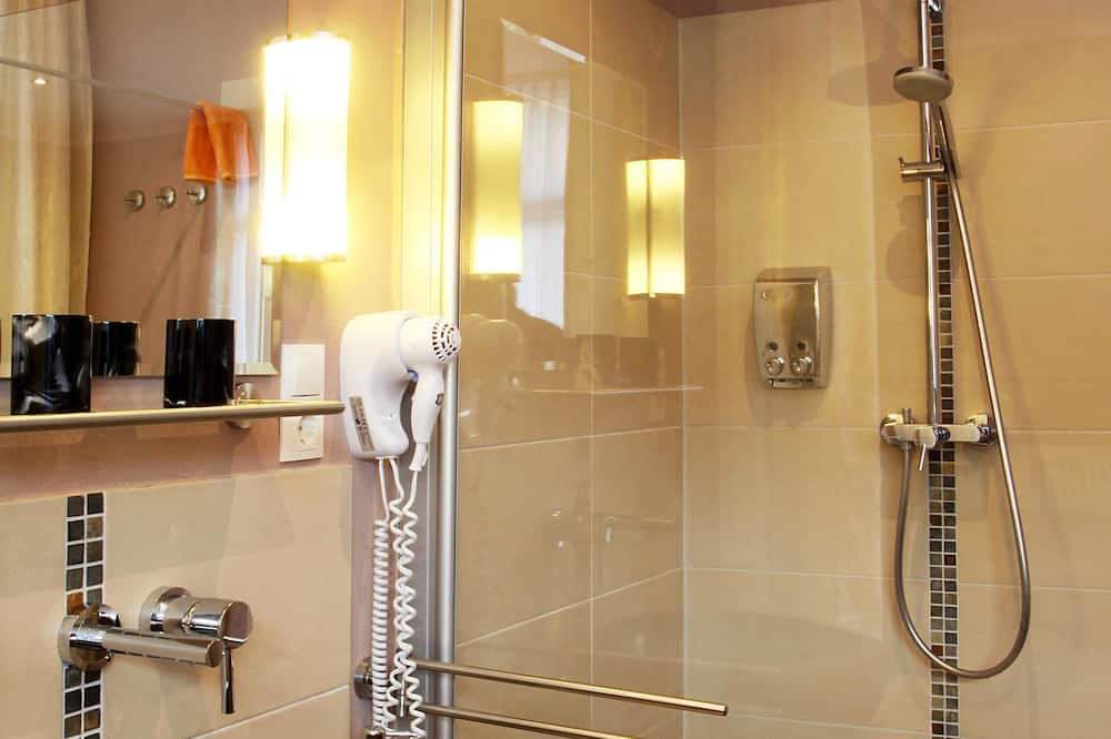 Superior Double or Twin Room, Patio, River View - Bathroom