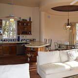 Standard House, 3 Bedrooms, Marina View - Living Area