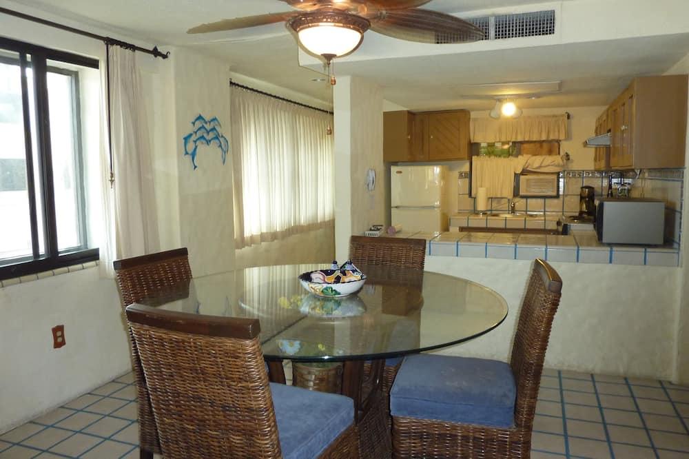 Condominio estándar, 2 habitaciones, vista a la marina - Servicio de comidas en la habitación