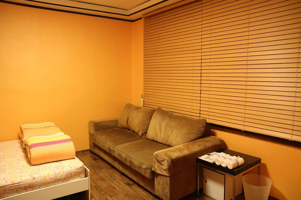 Deluxe Family Room - Foreigners only - Guest Room