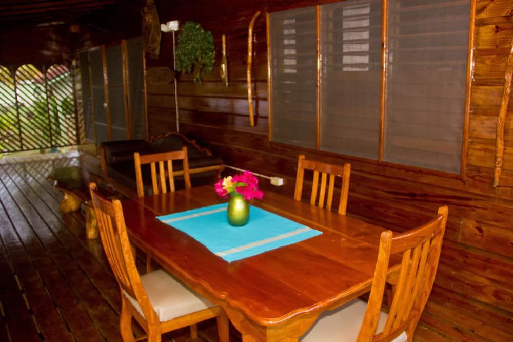 Villa, 2 Bedrooms, Ocean View, Oceanfront (The Legend) - In-Room Dining