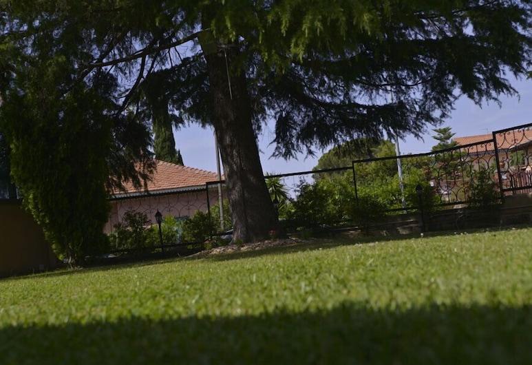 ヴィラ ソル デレトナ, マスカルチーア, 施設の敷地