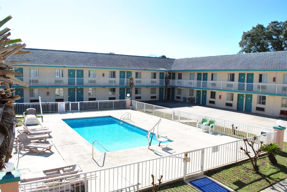 Book coconut grove motor inn panama city beach for Motor city hotel prices