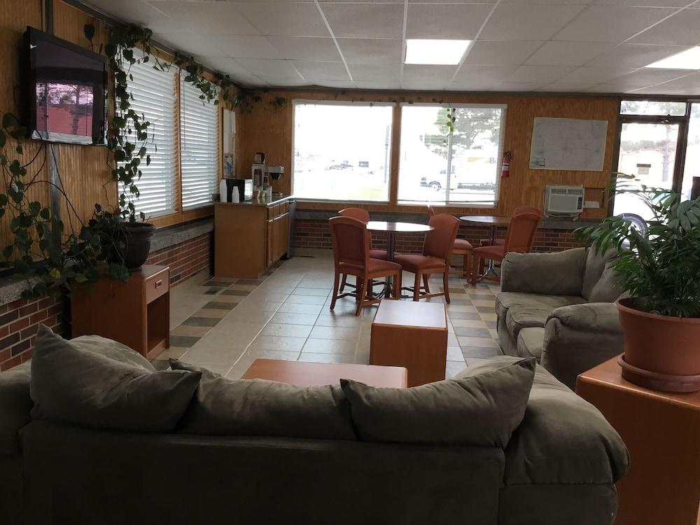 Budget Inn Motel Storm Lake Lobby Sitting Area