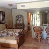 Condo, 3 Bedrooms, Beach View, Beachside - Living Room