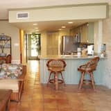 Condo, 3 Bedrooms, Beach View, Beachside - Living Area