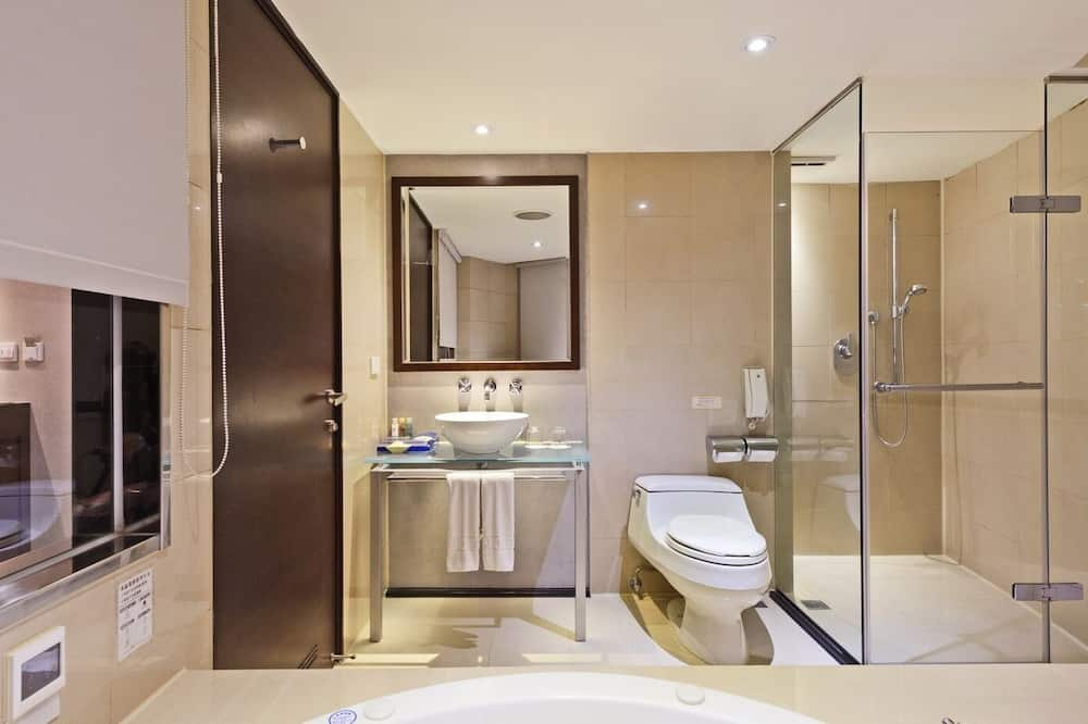 Corner Studio - Bathroom