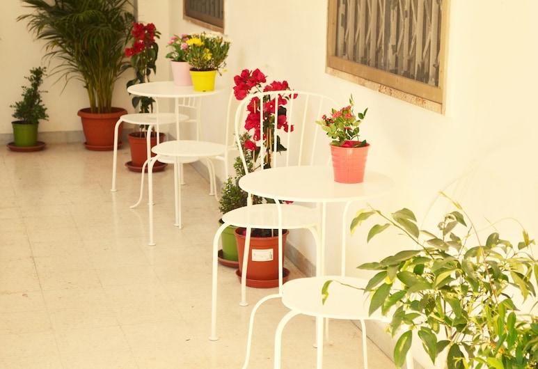 Olive Tree - Hostel, Bari, Taras/patio