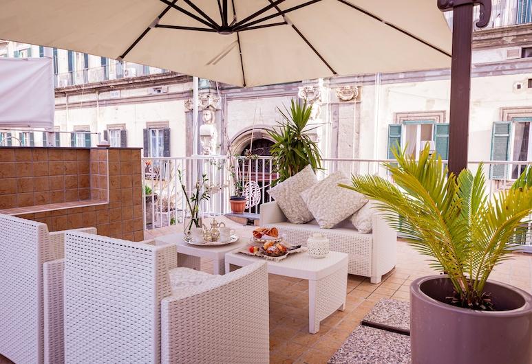 Bed & Breakfast Palazzo Satriano, Napoli, Suite – luxury, 1 soverom, terrasse, Terrasse/veranda