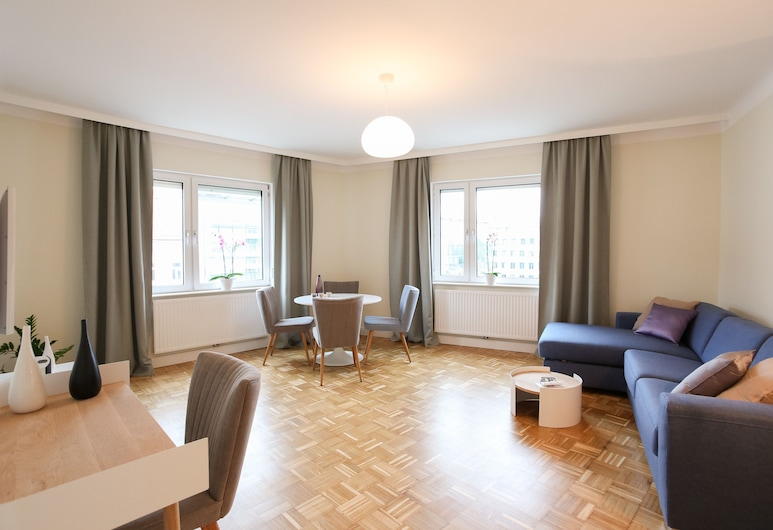 Green Mango City Condo, Vienna, Premium Apartment, 1 Bedroom, Kitchen, Living Room