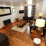 Off-Site Apartment (5 min walk) - Living Area